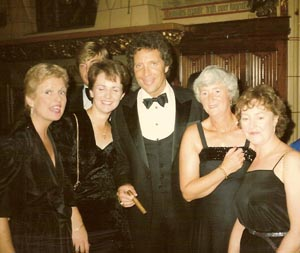 Tom Jones and chorister's wives, 1983